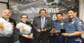 Mais um lote de pistolas Striker é aprovado pela Polícia Nacional das Filipinas