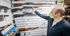 Intenção de compra de armas nos EUA bate recorde em abril