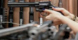 Fachin suspende canetada de Bolsonaro que zerou imposto sobre armas