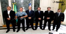 CBC e Taurus doam fuzis e munições para governo do RJ