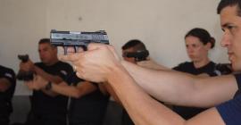 Guardas Municipais recebem aulas práticas de tiro em Taubaté