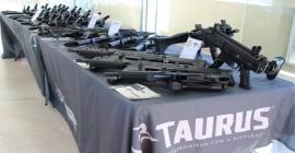 O Comando do Exército em Brasília recebe novos armamentos