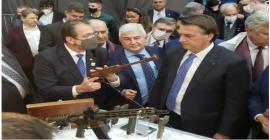 Taurus mostra ao Presidente da República armas e capacetes com o revolucionário grafeno